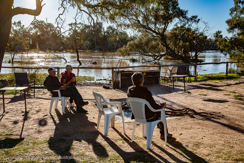 The flooding Warrego threatens the Cunnamulla Camp Ground